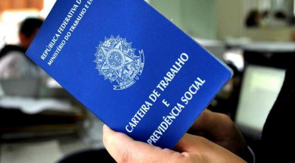Brasil fecha 20,8 mil postos formais de emprego em 2017