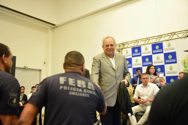 Amazonino participa de evento com policiais civis e destaca reforço na segurança pública