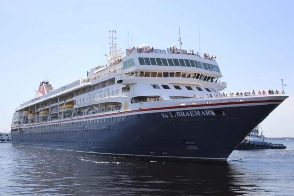 Mais de mil turistas chegam a Manaus no M/S Braemar
