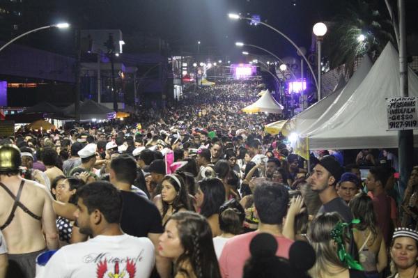 Milhares tomam conta de rua durante Bloco do Vieiralves, em Manaus