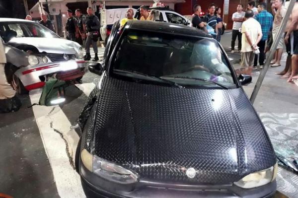 Colisão entre veículos deixa feridos e vítimas presas nas ferragens no Centro de Manaus