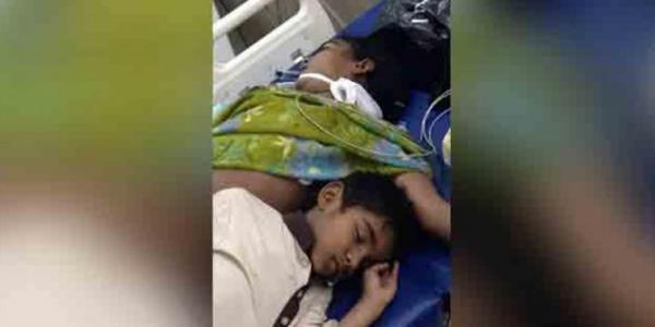 Garoto deita em cama de hospital com sua mãe e não sai de lá mesmo depois da morte dela