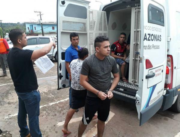 Presos da delegacia de Presidente Figueiredo são transferidos para Manaus