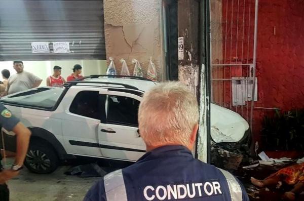 Motorista invade calçada e mata dois idosos na av. Major Gabriel, em Manaus