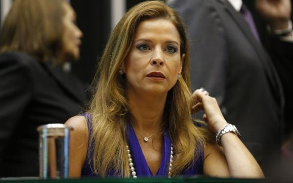 Moro absolve Cláudia Cruz por gastos no exterior com dinheiro de corrupção