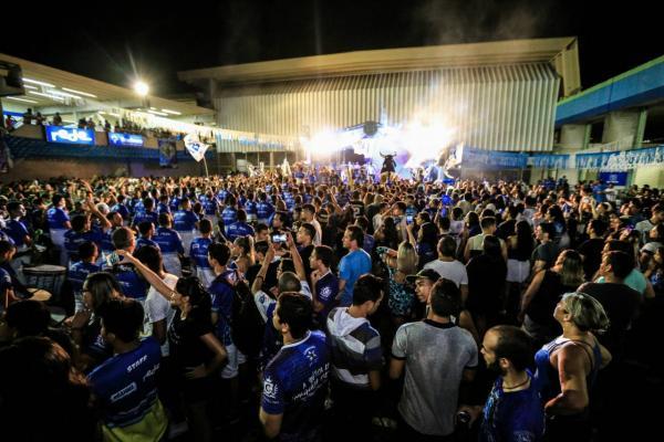 Movimento Sunset abre temporada de 30 anos do Bar do Boi em Manaus