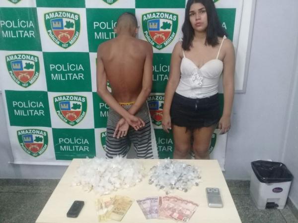 PM apreende adolescente e detém mulher por tráfico de drogas na zona leste