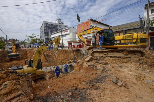Obras da nova drenagem na Djalma Batista chegam a 50%