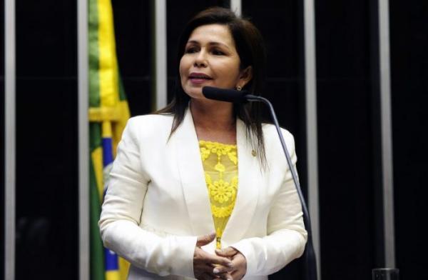 Conceição Sampaio destina recursos para a área tecnológica do Amazonas