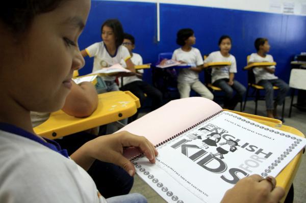 Programa 'English for Kids' chega à zona ribeirinha de Manaus