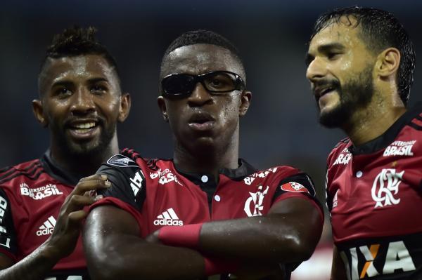 Espanhóis comparam Vinicius Jr. a Ronaldo Fenômeno