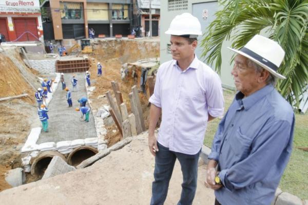 Nova tubulação da avenida Djalma Batista começa a ser concretada
