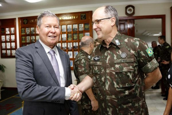 Arthur prestigia troca do Comando Militar da Amazônia