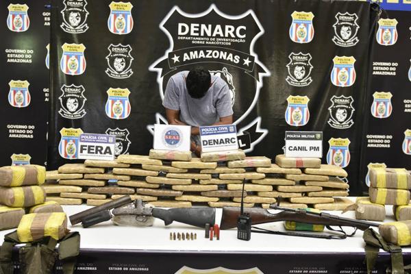 Homem é preso com 60kg de drogas e rádio comunicador das Farcs