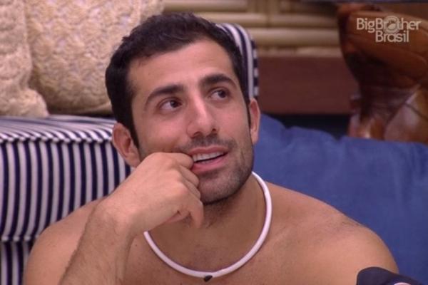 """""""Tem camisinhas no meu sapato"""", diz Kaysar para Breno e Paula no BBB18"""