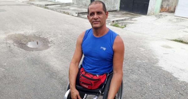 Sem as pernas, atleta paralímpico é arrancado de carro durante assalto