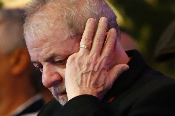 Termina o prazo, Lula não se apresenta nem é considerado foragido