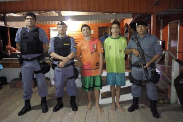 Irmãos são resgatados após ficarem à deriva no rio Solimões