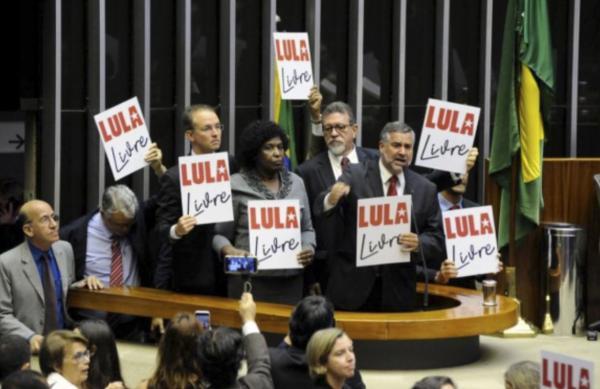 """Deputados petistas acrescentam """"Lula"""" ao nome parlamentar"""