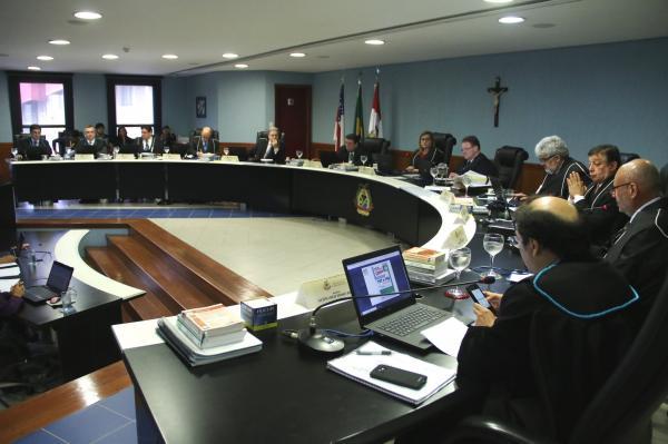 TCE multa ex-prefeita de Anori em R$ 198,5 mil por irregularidades