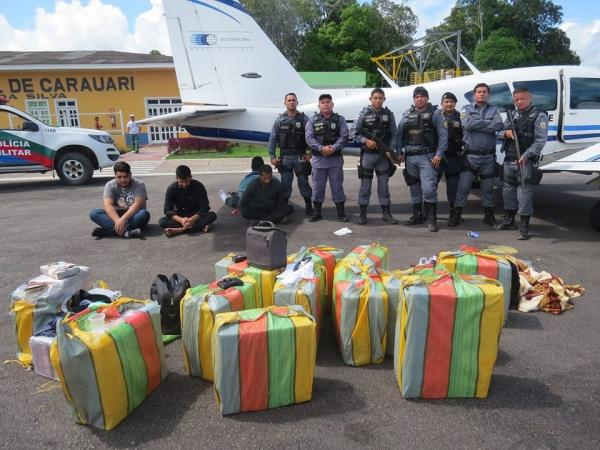 Polícia intercepta avião com quase 500 kg de drogas em Carauari