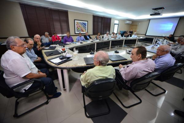 Em reunião com empresários do comércio, Amazonino destaca parceria para impulsionar economia