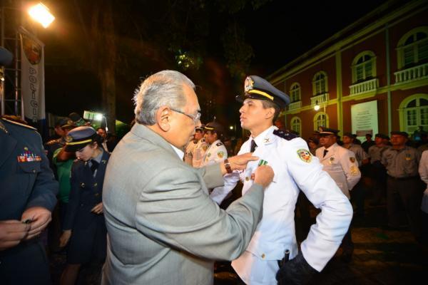 Amazonino anuncia reajuste salarial de 24% aos militares da PM e do Corpo de Bombeiros