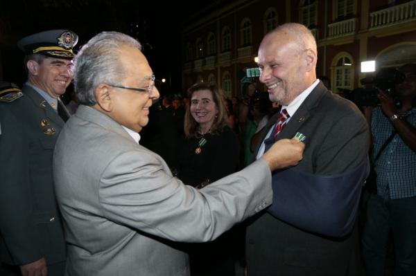 PM homenageia presidente e vice-presidente  do TCE com a Medalha Tiradentes