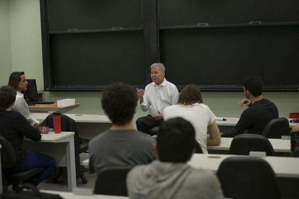 Prefeito Arthur Neto fala sobre política a universitários de São Paulo