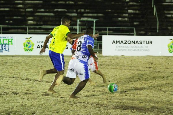 Seleção brasileira master de beach soccer vence seleção amazonense por 5 a 4