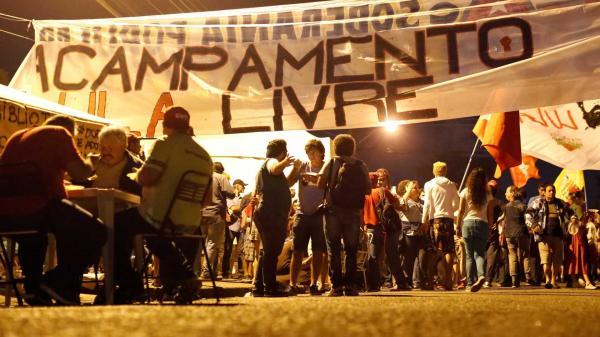 Delegado da PF quebra som de acampamento pró-Lula