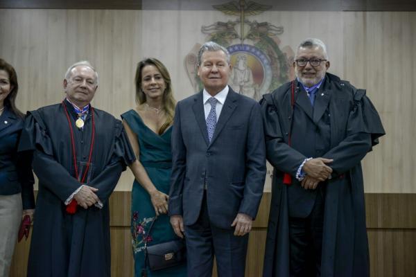 Arthur Virgílio participa da posse dos novos dirigentes do TRE – AM