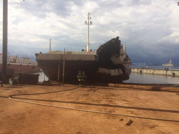 Homem morre e outro fica ferido em explosão em balsa no Amazonas