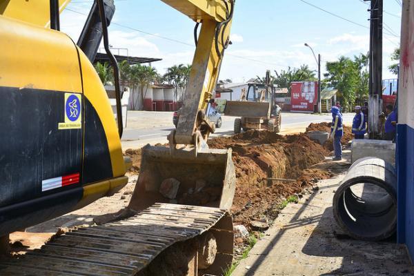 Seminf implanta rede de drenagem para acabar com alagamentos na Feira do Santo Antônio