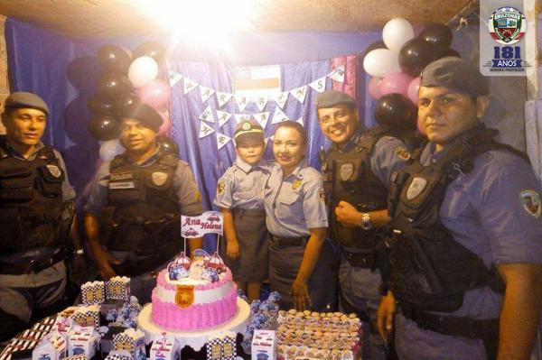 PMs participam de aniversário de criança que sonha ser policial quando crescer