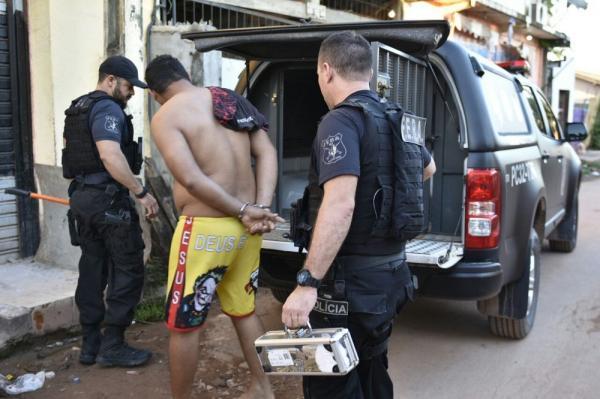 Polícia prende dez nesta manhã em operação contra tráfico no Iranduba