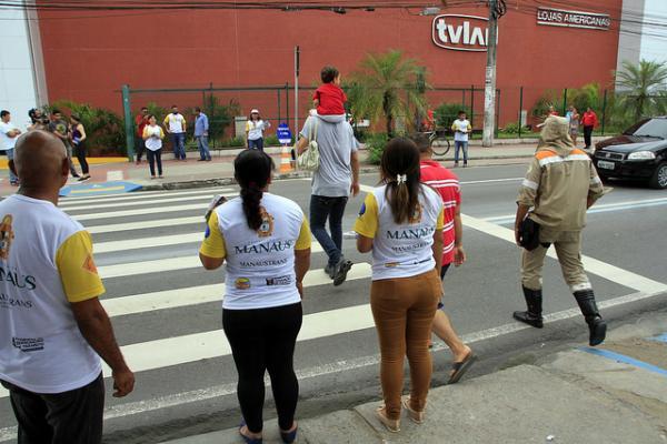 'Manaus na faixa' orienta pedestres e condutores na zona Norte
