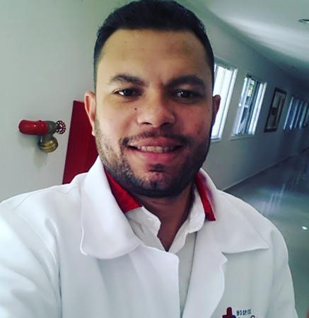 Técnico de enfermagem encontrado morto com várias perfurações dentro da própria casa era orgulho da família