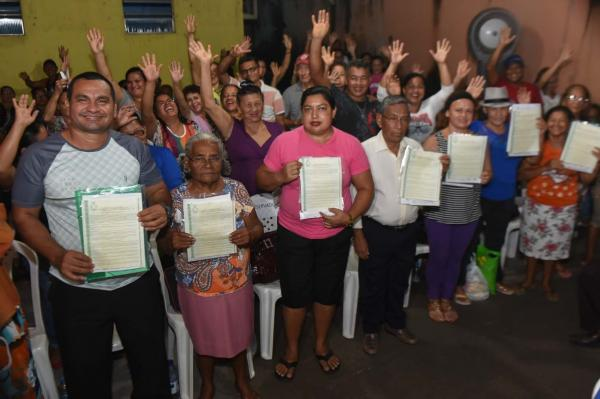 Governo entrega mais de 500 títulos definitivos de terra para moradores da zona norte de Manaus
