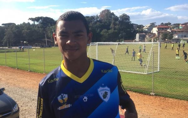 Revelado na Escola de Futebol do Santos Manaus, Dhyonan assina contrato com Londrina-PR
