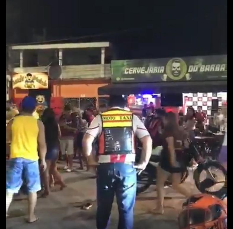 Briga de mulheres rouba cena do jogo Flamengo e Internacional