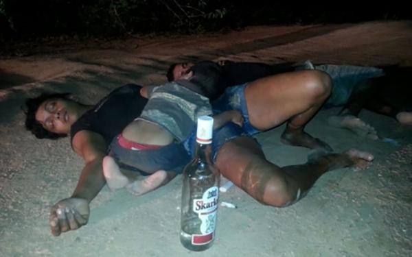 Criança de 1 ano é encontrada ao lado dos pais bêbados e dormindo em Presidente Figueiredo