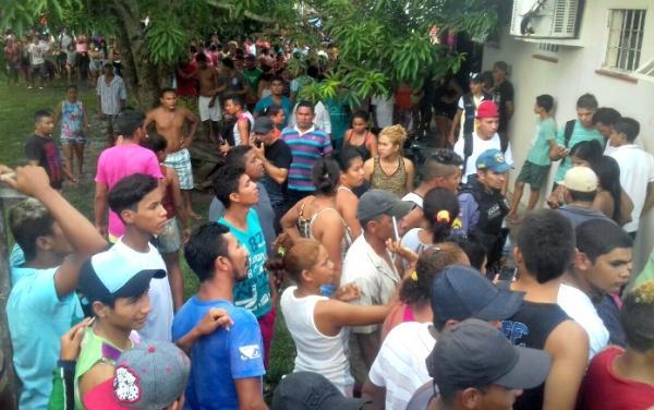 População ateia fogo em Delegacia de Novo Aripuanã.