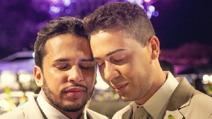 Carlinos Maia pergunta se marido não tem vergonha de ser gay e diz pra ele procurar Jesus