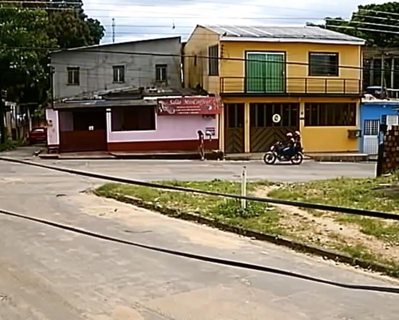 Mulher morre após ser baleada por dupla em moto em Manaus