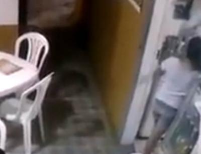 Menina escapa por milagre em meio a tiroteio