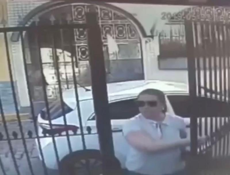 Mulher por pouco não é assaltada na porta de casa