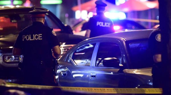 Atirador mata duas pessoas e fere 14 em Toronto