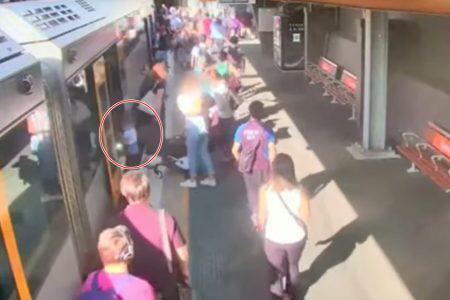 Criança cai em vão entre trem e plataforma de metrô
