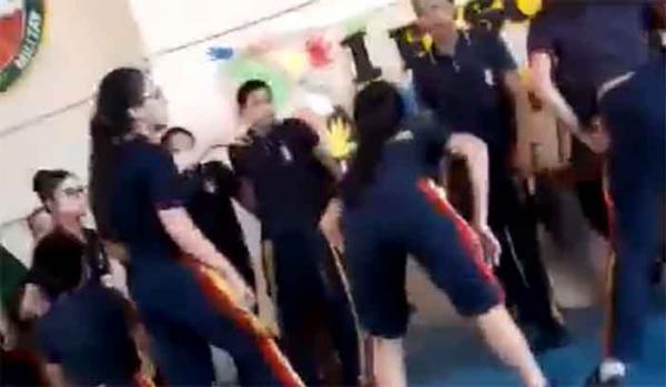 Alunas de Colégio da PM do Amazonas dançam funk na escola e revoltam pais